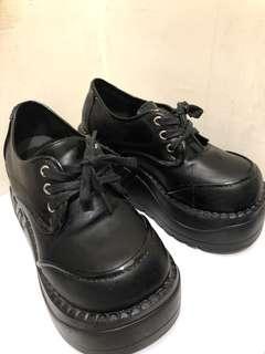 🚚 黑色厚底大頭鞋