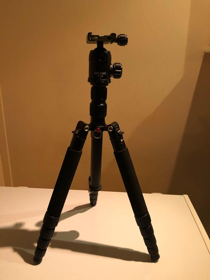 Carbon tripod that also doubles up as monopod