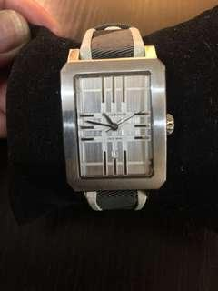 SALE‼️Auth. Burberry Heritage Grey Check White Trim Leather Watch