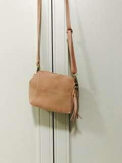 Claire sling bag