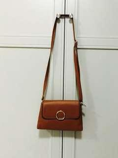 Selena sling bag