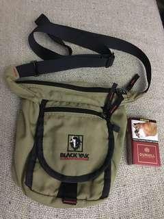 Black yak hiking sling bag ori