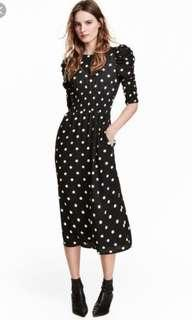 🈹[NEW]H&M Dress with smocking black white dotted