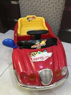 Mainan mobil yg bisa dikendarai sdri