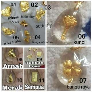 916 gold pendant in acrylic