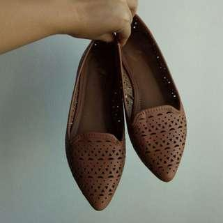 report laser cut pointed ballerina flats in tan