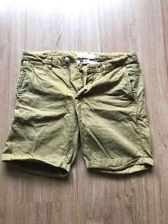 🚚 H&M 軍綠短褲30w