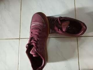 Piero Yuma Maroon sneakers