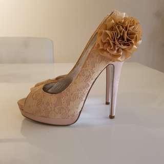 Zu size 8 beautiful lace shoes