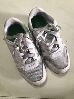 Bata White School Shoes Size 5/ 37