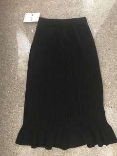 Black Mermaid Knit Midi Skirt
