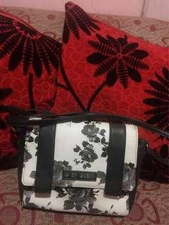 G by guess sling bag