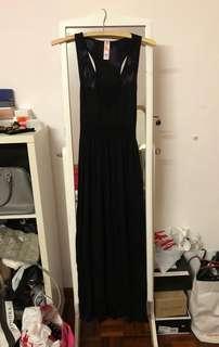 Preloved black maxi dress (s)