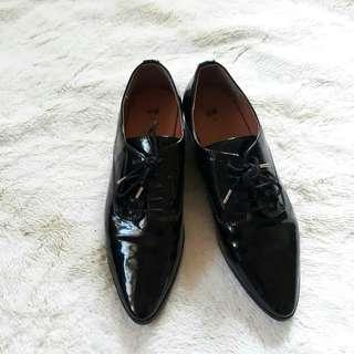 H&M black pointy shoes