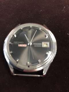 出售精工罕見Seiko 6206  黑面星期丶日曆自動機機械鋼錶,超靚26石精工自動機芯,己洗油,時間丶功能正常,整體完美,全部原裝,停產罕有