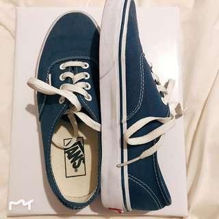 Vans classic navy size 6