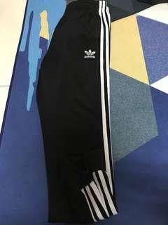 🚚 Adidas 縮口褲 棉褲 AJ6960 黑 拉鍊 運動褲 三線 Joggers Pants Three Stripes