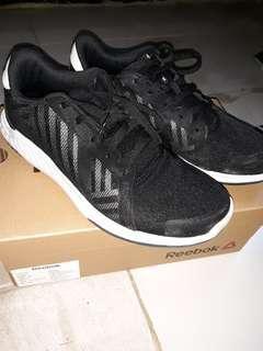 Sepatu reebok everchill black