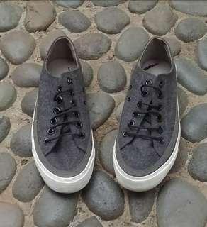 Sepatu casual wanita / sneakers