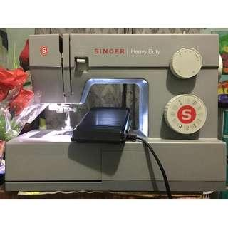 Singer Sewing 4432 Heavy Duty (Used, Good Condition, w/ box) Shipping fee included