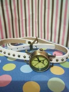 Jam tangan lilit putih