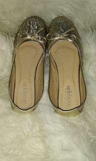 Sepatu gold