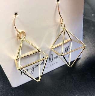Luxy Diagrid Earrings (Gold)