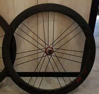 50 mm carbon clincher road wheels