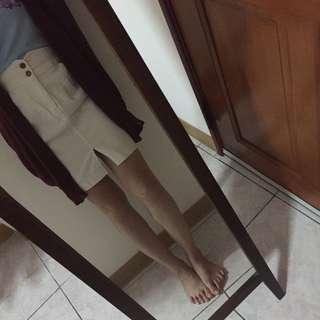 🚚 兩釦厚挺不透白色休閒裙