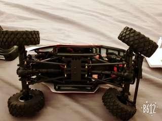 🚚 樊岩車,有配合自真車聲效。25公分作很精致.