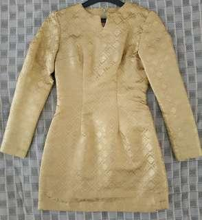 Baju kurung songket emas