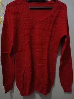 Sweater rajut merah marun