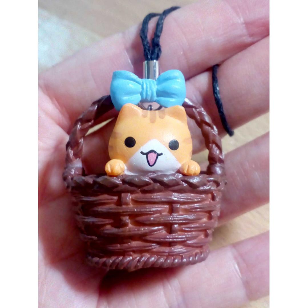Adopt Me! Basket Kitty Charm Strap Beige (item code:CHAC01-BTDB)