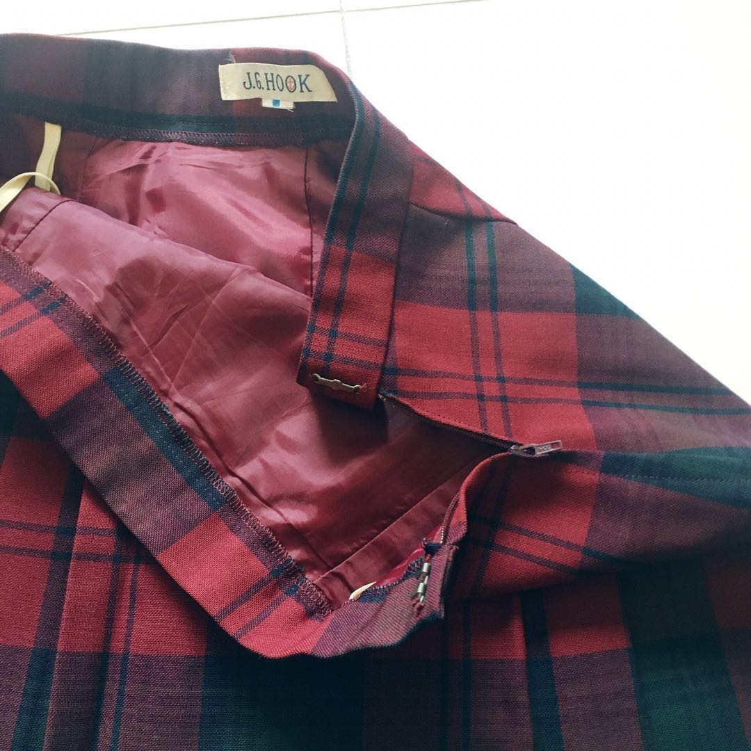 ec0cffa00 Instock! - BNIP Vintage 100% Pure Wool Plaid Retro Midi Pleated Skirt in  Red x Navy, Women's Fashion, Clothes, Dresses & Skirts on Carousell