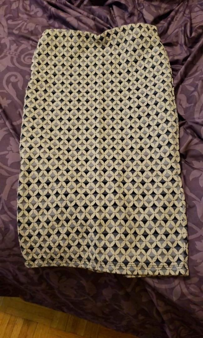 Pattern midi office skirt