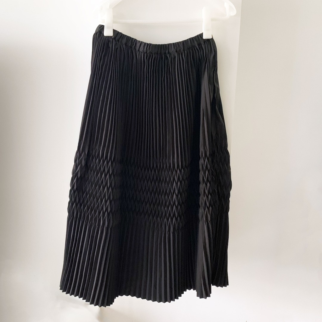 22c451876f2e Sophisticated Black Pleated Skirt M, Women's Fashion, Clothes ...