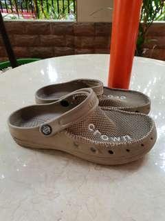 Sandals crown