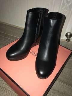 I .T 牌子短Boots