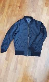 Preloved Uniqlo black jacket for kids