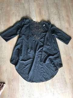 Lace patch cardigan in black color