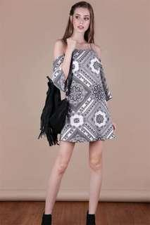 🚚 The Tinsel Rack Klum Mono Print Cold Shoulder Dress Size M