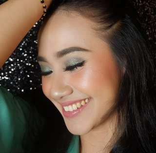Make up service and simple hairdo