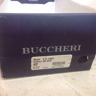 Sepatu bucheri 42