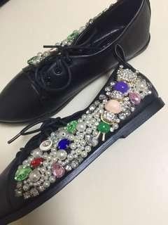 全新 超靚 舒適閃石 閃鑽 尖頭 修腳 黑色 女裝鞋