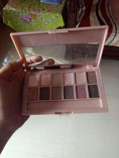 The blushed nudes maybelline eyeshadow #letgocarousell