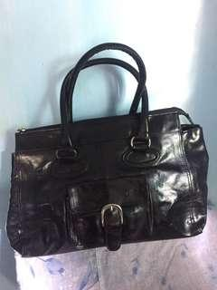 pre❤️ ladies bag spacious and new has small pocket in the front bought in taiwan