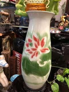 莲花荷叶花瓶 (Lotus and Leaves Vase)