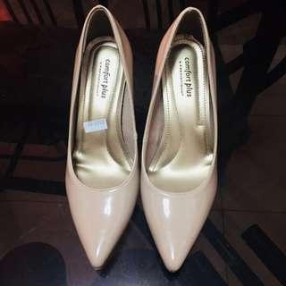 Comfort plus  Nude pointed toe pumps