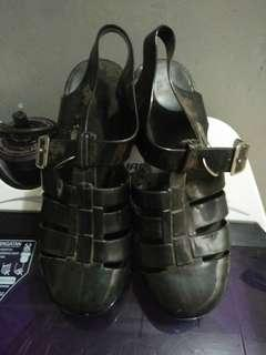Sepatu jelly hitam