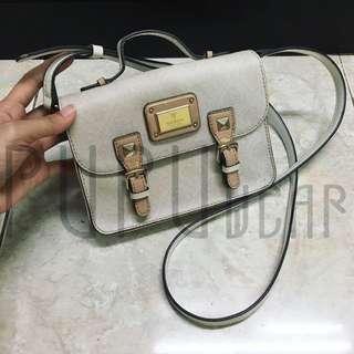 guess sling bag vintage lookalike broken white PUPUwear